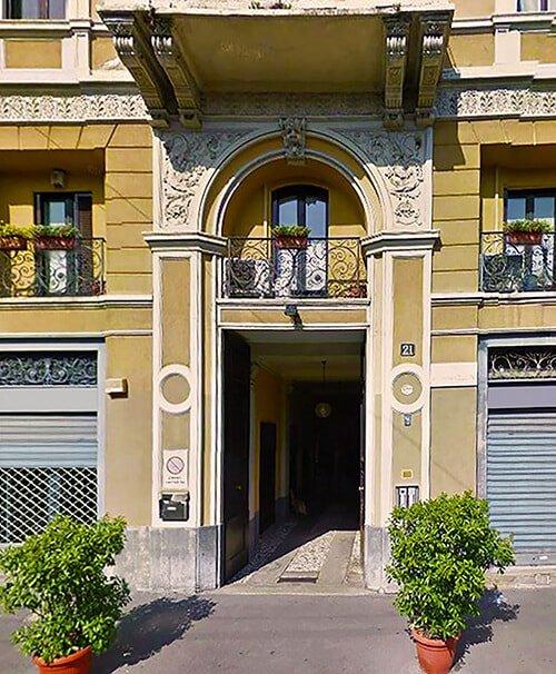 Facciata ingresso Studio Legale Lavizzari Milano